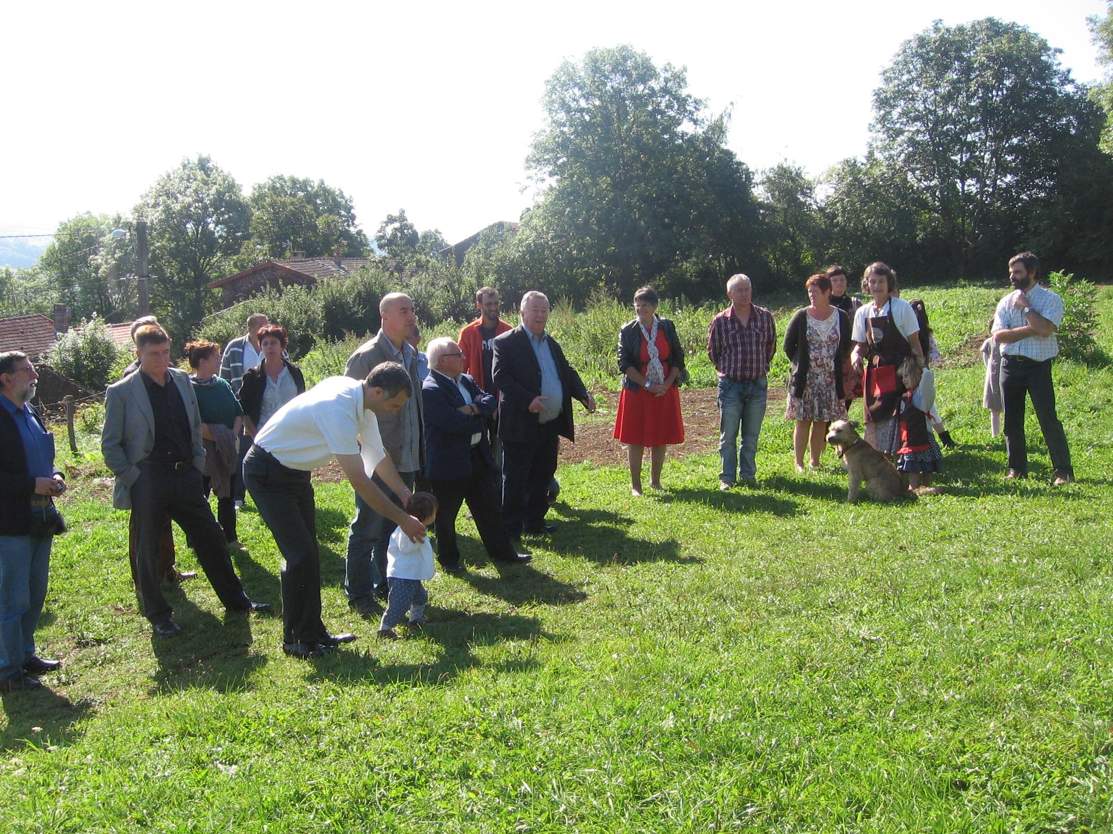 Visite de la ferme de Vailhac avec les élus